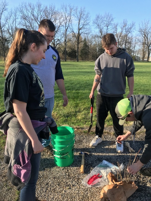 COHS students plant trees.